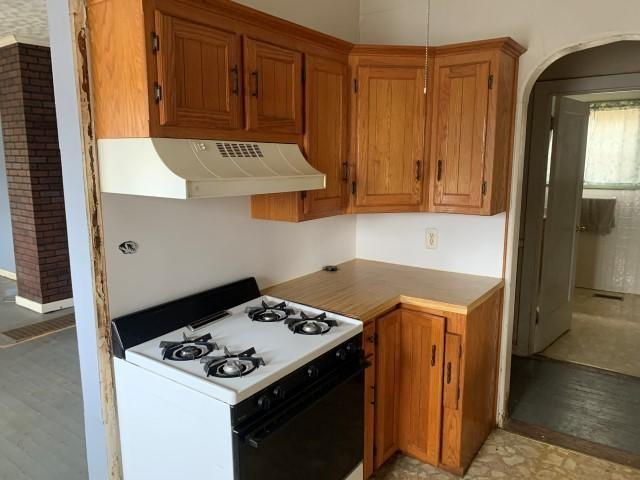 Kitchen featured at 7503 Little St, Seligman, MO 65745