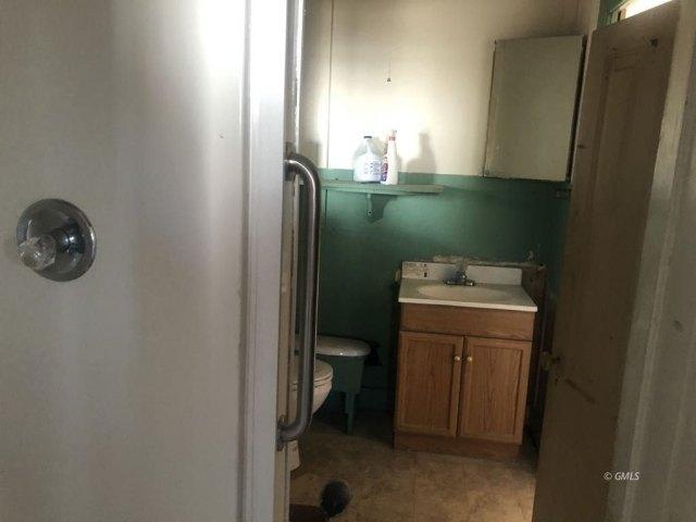 Bathroom featured at 145 N Sutherland St, Globe, AZ 85501
