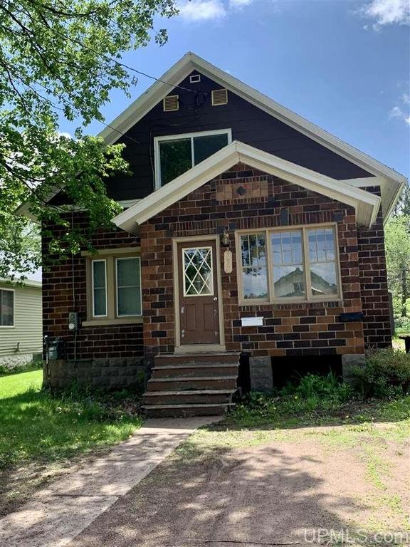 House view featured at 737 Florence St, Ironwood, MI 49938