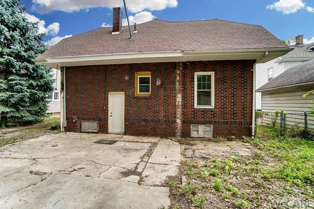 Porch yard featured at 322 Rosedale Ave S, Lima, OH 45805