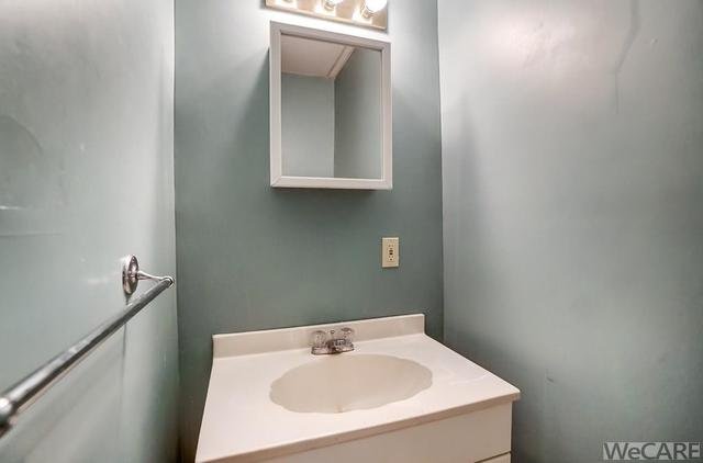 Bathroom featured at 322 Rosedale Ave S, Lima, OH 45805