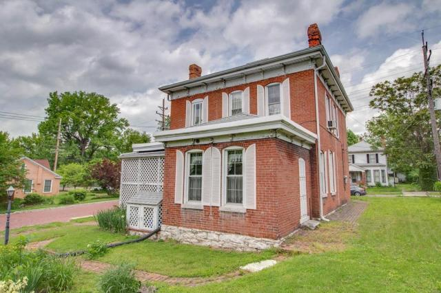 House view featured at 403 E 8th St, Alton, IL 62002