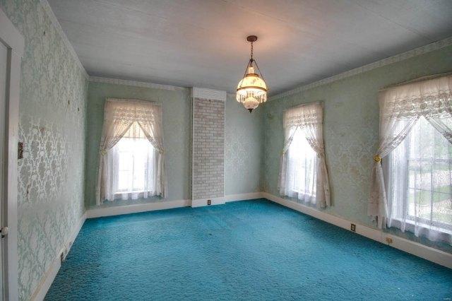 Pool featured at 403 E 8th St, Alton, IL 62002