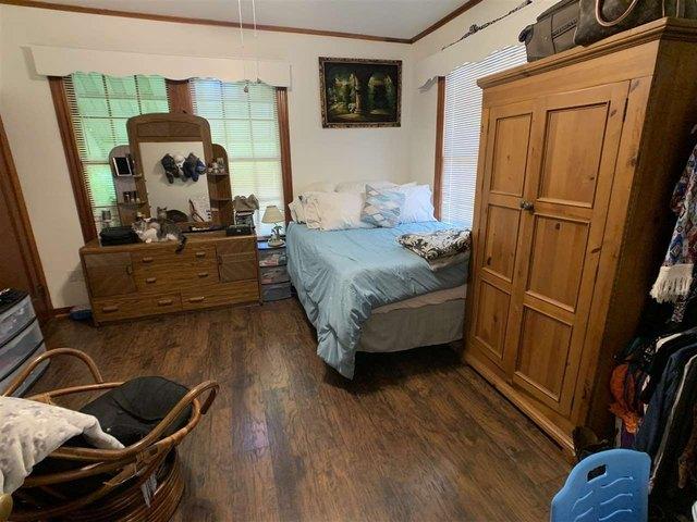 Bedroom featured at 1307 Locust St, Texarkana, AR 71854