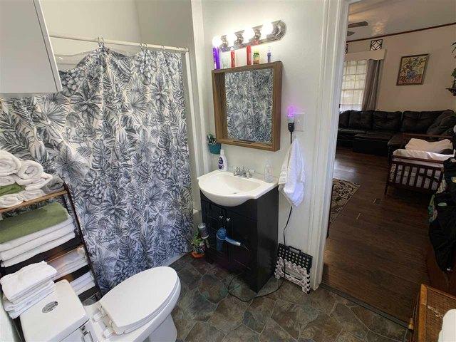 Bathroom featured at 1307 Locust St, Texarkana, AR 71854
