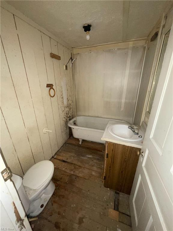 Bathroom featured at 606 W 46th St, Ashtabula, OH 44004