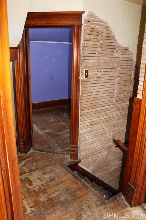 Bathroom featured at 122 Ahmeek St, Laurium, MI 49913