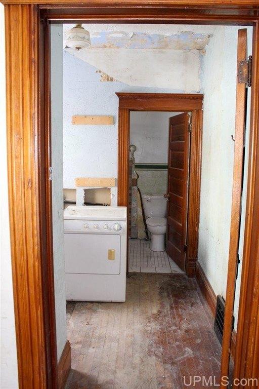 Kitchen featured at 122 Ahmeek St, Laurium, MI 49913