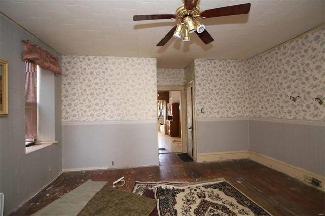 Bedroom featured at 2058 Cleveland Blvd, Granite City, IL 62040