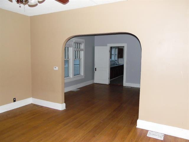 Property featured at 123 E Lincoln St, Slater, MO 65349