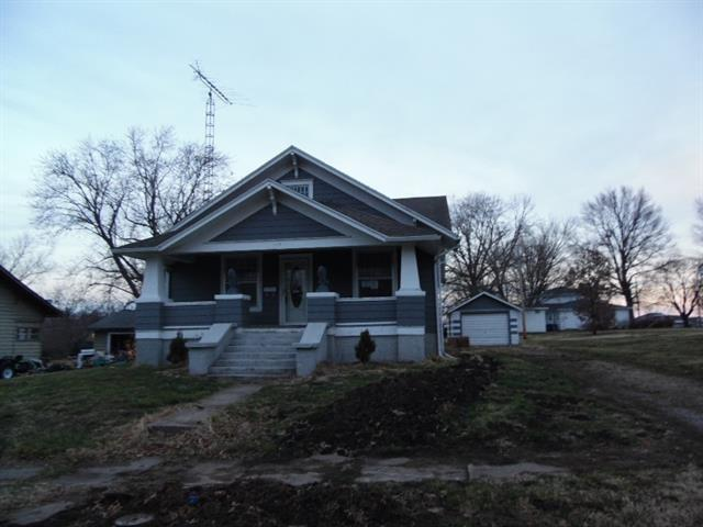 House view featured at 123 E Lincoln St, Slater, MO 65349