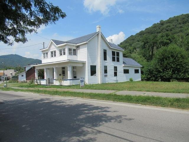 House view featured at 191 Pleasant St, Hinton, WV 25951