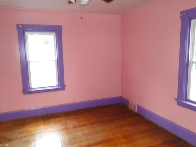 Bedroom featured at 159 Maywood Dr, Youngstown, OH 44512