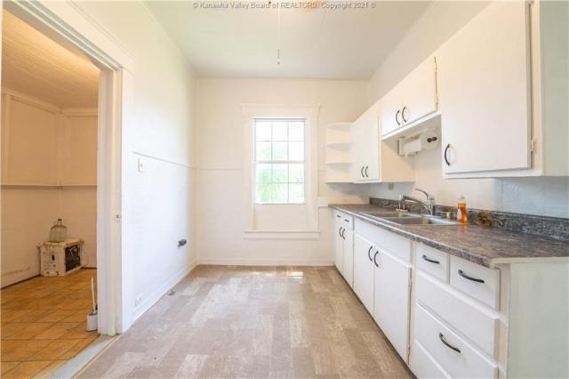 Kitchen featured at 724 Garvin Ave, Charleston, WV 25302