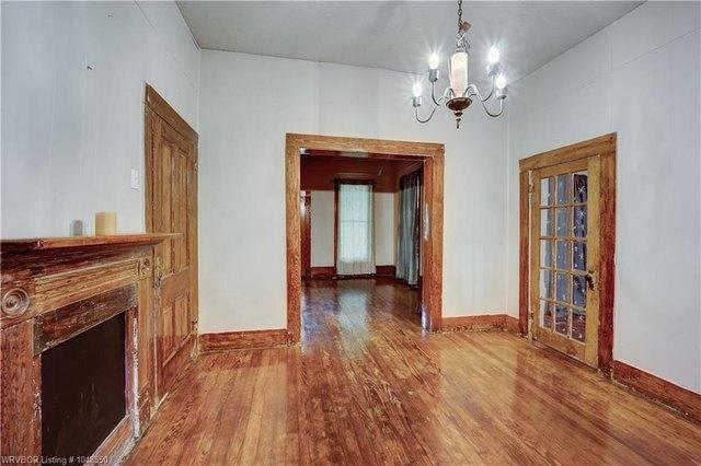 Living room featured at 414 S 6th St, Van Buren, AR 72956