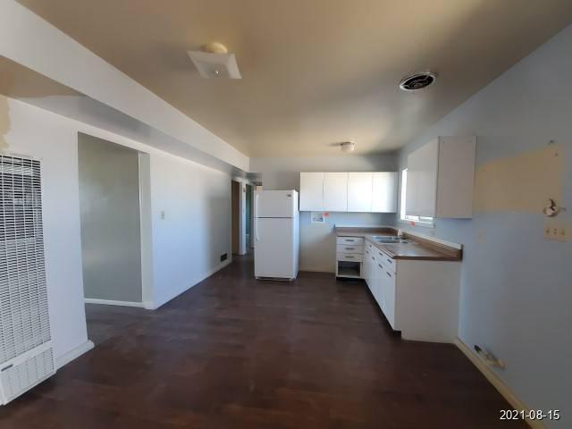Kitchen featured at 465 Aspen St, Grants, NM 87020