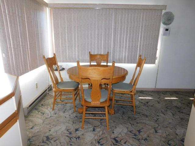 Dining room featured at 219 W 5th Ave, Williamson, WV 25661
