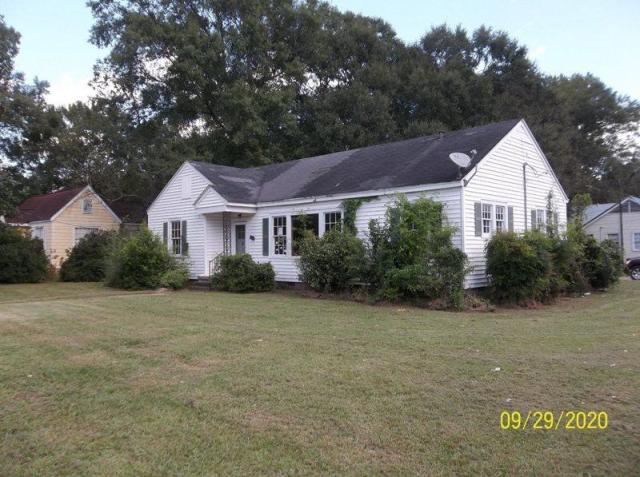 Yard featured at 104 Marion Ave, Columbia, MS 39429