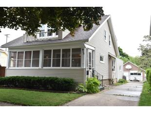 "<div></img>915 W Lawn Ave</div><div>Racine, Wisconsin 53405</div>"" data-original=""/img/cdn/assets/layout/patch_white_bg.jpg""></a></figure><div class="
