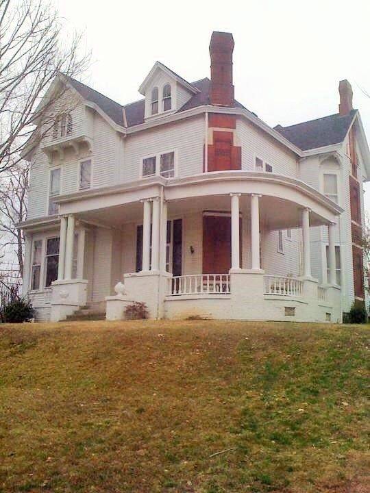 1872 Victorian Fixer Upper For Sale In Morganfield Kentucky