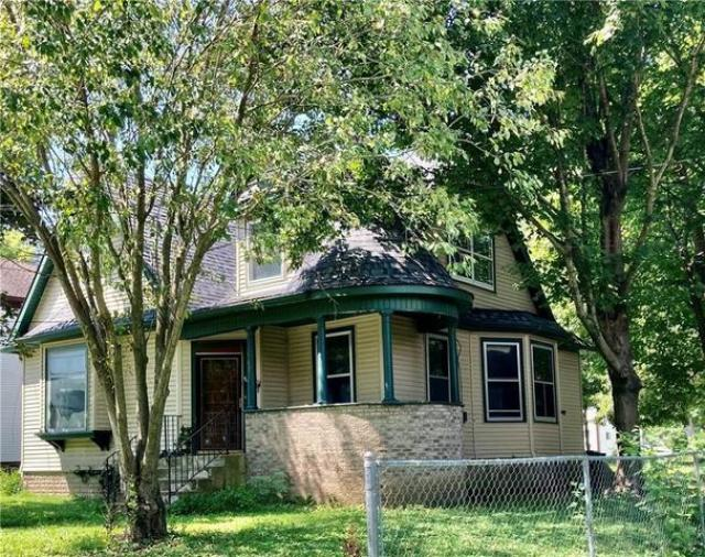 House view featured at 503 S Lafayette St, Newton, IL 62448