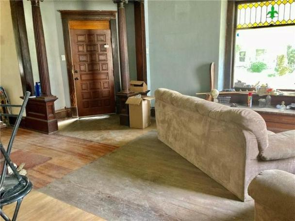 Living room featured at 503 S Lafayette St, Newton, IL 62448