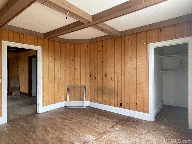 Garage featured at 411 Cherry St, Iron River, MI 49935