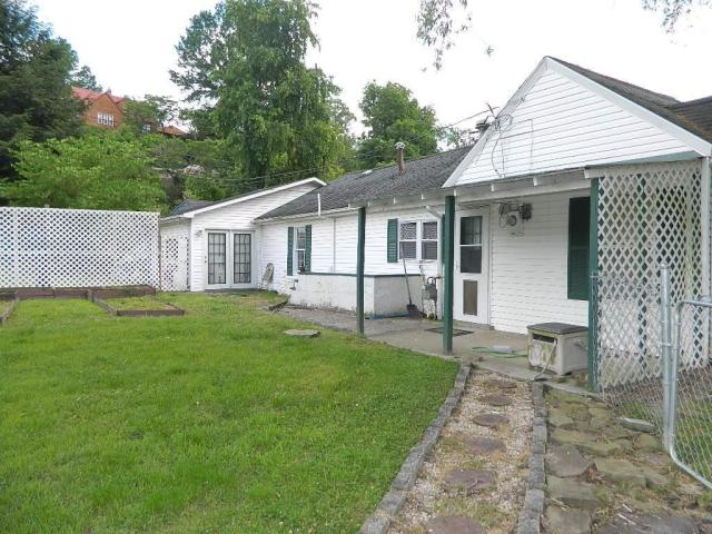 House view featured at 64 Parkway Dr, Williamson, WV 25661