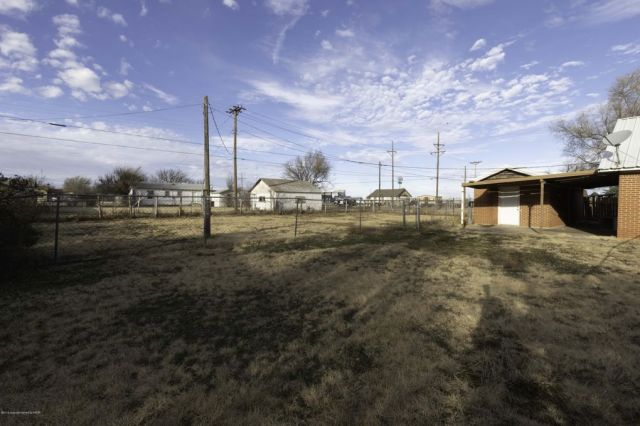 300 S Williston St, White Deer, TX 79097