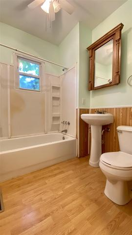 Bathroom featured at 2400 N Delaware Ave, Peoria, IL 61603