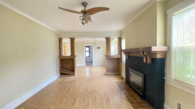 Living room featured at 2400 N Delaware Ave, Peoria, IL 61603