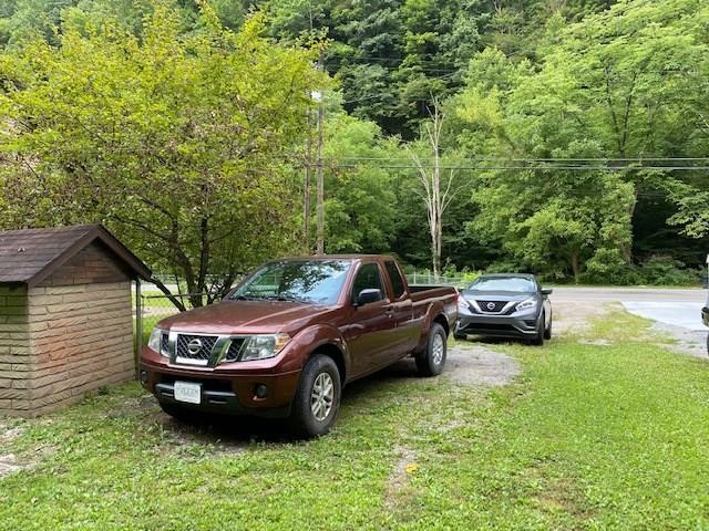 Yard featured at 500 Long Fork Rd, Kimper, KY 41539