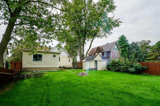 Yard featured at 205 E 2nd Ave, Deer Creek, IL 61733
