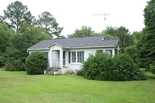 Yard featured at 220 Hill Terrace St, Crawfordville, GA 30631