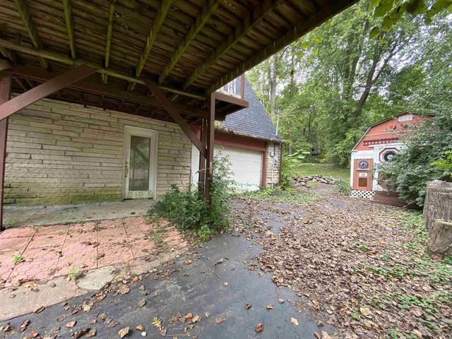 Porch yard featured at 3609 River Bluff Rd, Bedford, IN 47421
