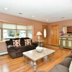 Living Room Bethpage New York Light Turquoise Walls 172 Maple Ave Ny 11714 Realtor Com