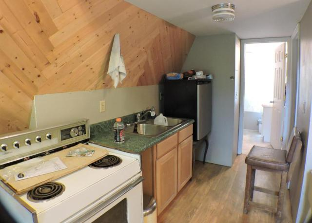 Kitchen featured at 14 Spruce Valley Ln, Jeffersonville, KY 40337