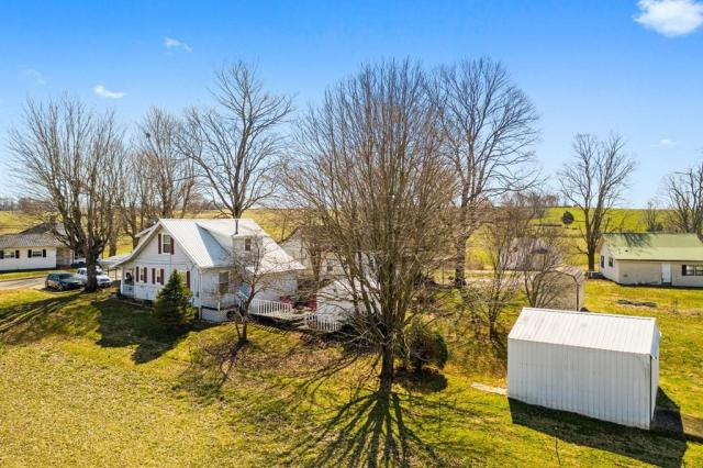 Yard featured at 102 Hiseville Coral Hill Rd, Glasgow, KY 42141