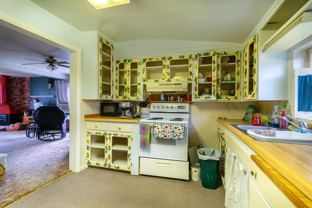 Kitchen featured at 210 2nd Ave SW, Cut Bank, MT 59427