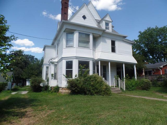 House view featured at 270 E Main St, Bloomfield, IN 47424