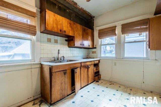 Kitchen featured at 1904 N Linn St, Peoria, IL 61604