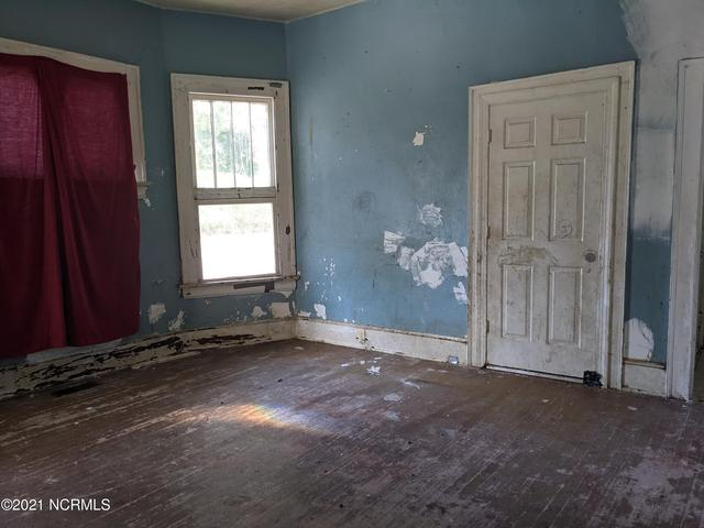 Bedroom featured at 506 Broad St W, Wilson, NC 27893