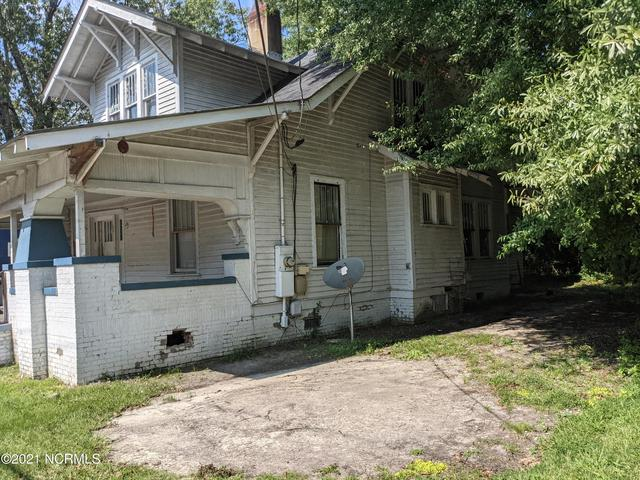 Porch yard featured at 506 Broad St W, Wilson, NC 27893