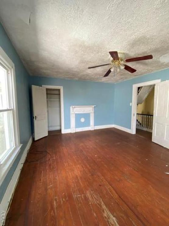 Living room featured at 735 Riverside Ave, Elizabeth City, NC 27909