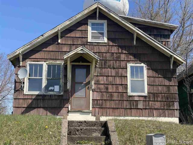 House view featured at 227 Amber St, Iron River, MI 49935