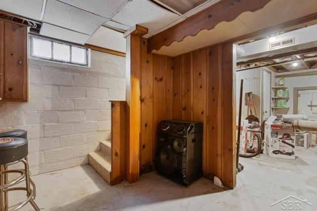 Garage featured at 1920 Gratiot Ave, Saginaw, MI 48602