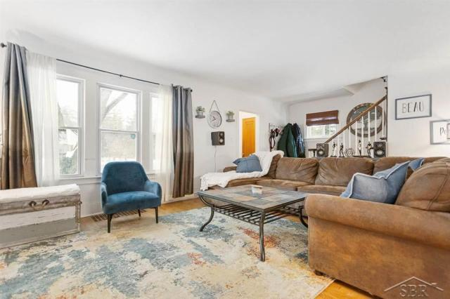 Living room featured at 1920 Gratiot Ave, Saginaw, MI 48602