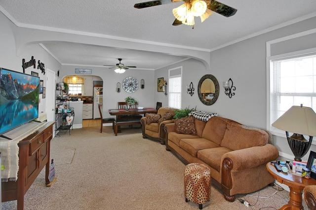 Living room featured at 414 N 24th St, Parsons, KS 67357
