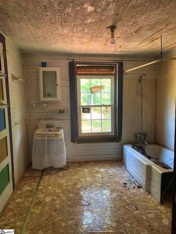 Bathroom featured at 122 Harrisburg St, Abbeville, SC 29620