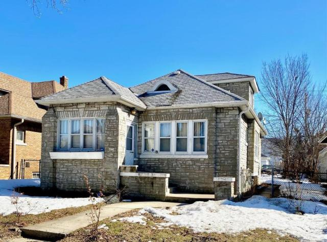House view featured at 4054 N 15th St, Milwaukee, WI 53209